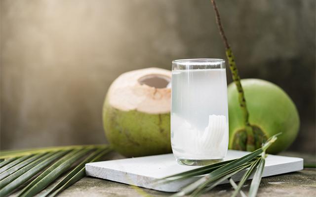 วิธีดื่มน้ำมะพร้าวให้ได้ผลดีที่สุด